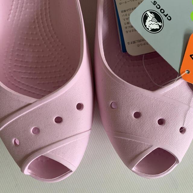 crocs(クロックス)の☆新品 ☆crocs クロックス サンダル ピンク W8  24cm レディースの靴/シューズ(サンダル)の商品写真