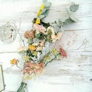 くすみピンク の スワッグ【 カーネーション と 水無月 】(ドライフラワー)
