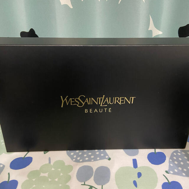 Yves Saint Laurent Beaute(イヴサンローランボーテ)の【非売品・新品・未使用】イヴサンローラン ボーテ ロゴ ポーチ ノベルティ レディースのファッション小物(ポーチ)の商品写真