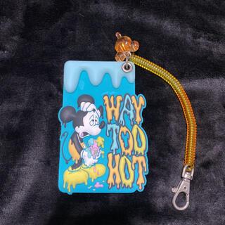 ディズニー(Disney)のディズニー WAY TOO HOT ミッキー パスケース 定期券ケース 定期入れ(名刺入れ/定期入れ)
