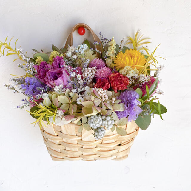 ドライフラワー フラワーバスケット 花籠 壁掛け用 母の日にも ハンドメイドのフラワー/ガーデン(ドライフラワー)の商品写真