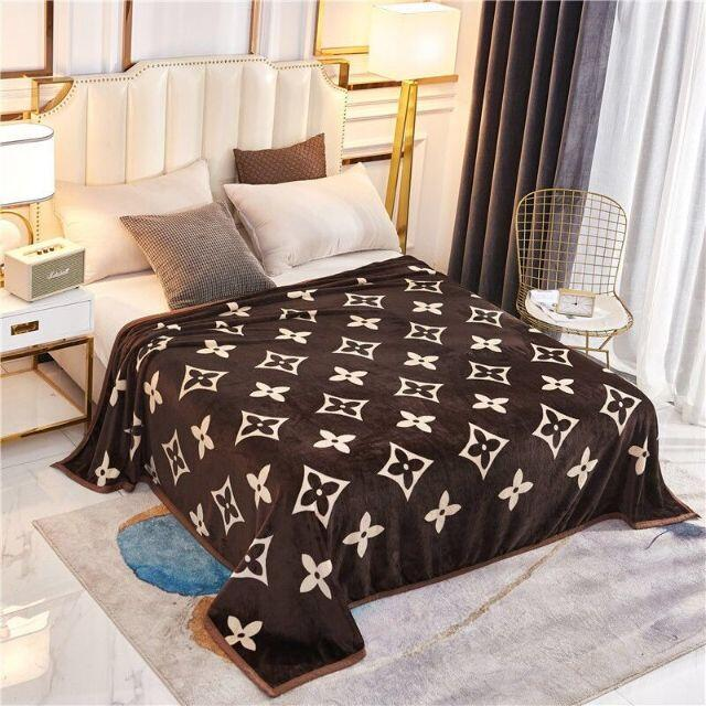 モノグラム柄 ブランケット 毛布 新品未使用 ノーブランド 150×200cm インテリア/住まい/日用品の寝具(毛布)の商品写真