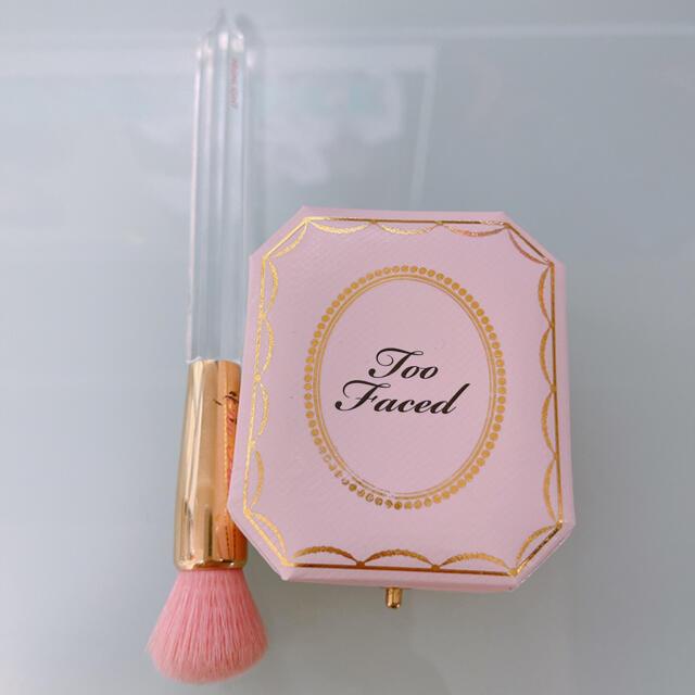 Too Faced(トゥフェイス)のtoo faced ハイライター & ブラシ セット コスメ/美容のベースメイク/化粧品(フェイスパウダー)の商品写真