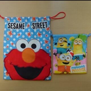 セサミストリート(SESAME STREET)のセサミストリートエルモ&ミニオンズ巾着2枚組(キャラクターグッズ)