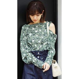 エモダ(EMODA)のEMODA  エモダ Tシャツ スカーフパターントップス(シャツ/ブラウス(長袖/七分))