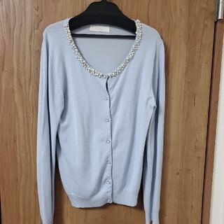 エルディープライム(LD prime)の胸元パールビジュー付き長袖ニット 水色(カーディガン)