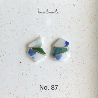 No.87 シー陶器とガラス 金継ぎ風ピアス/イヤリング(ピアス)