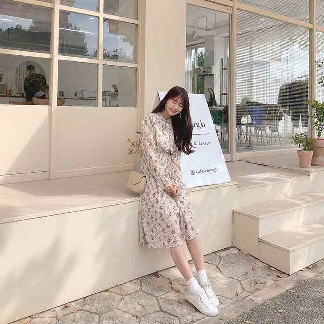 GOGOSING(ゴゴシング)のgogosing 花柄プリーツワンピース ベージュ 韓国 レディースのワンピース(ひざ丈ワンピース)の商品写真