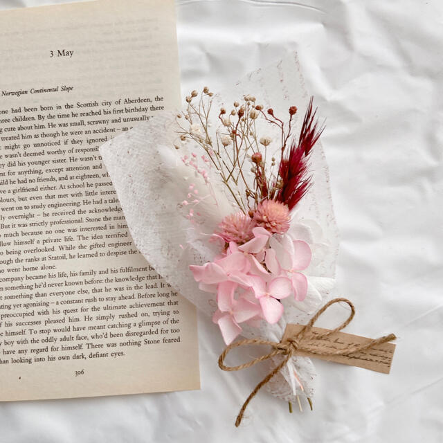 f03 ピンク ミニブーケ ♡ ドライフラワー ラッピング ホワイト かすみ草 ハンドメイドのフラワー/ガーデン(ドライフラワー)の商品写真