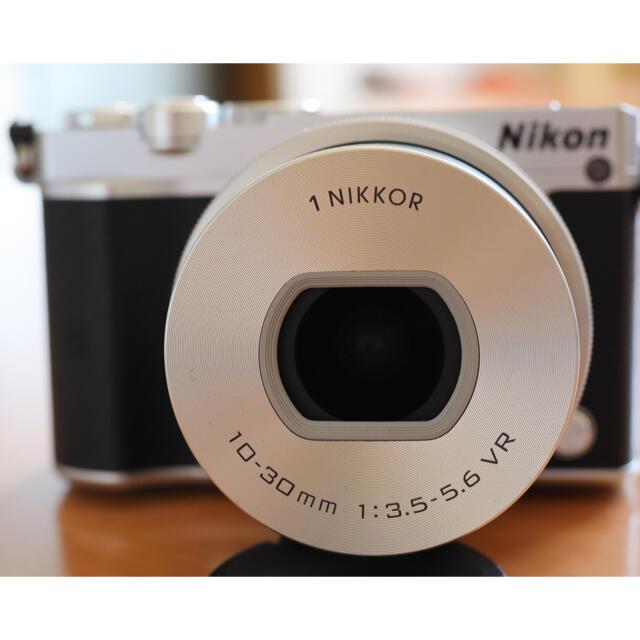 Nikon(ニコン)のNikon 1 J5 ズームレンズキット スマホ/家電/カメラのカメラ(ミラーレス一眼)の商品写真