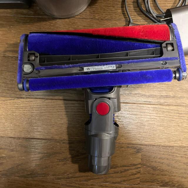 Dyson(ダイソン)のダイソン Dyson V8 Fluffy  SV10(イエロー) スマホ/家電/カメラの生活家電(掃除機)の商品写真