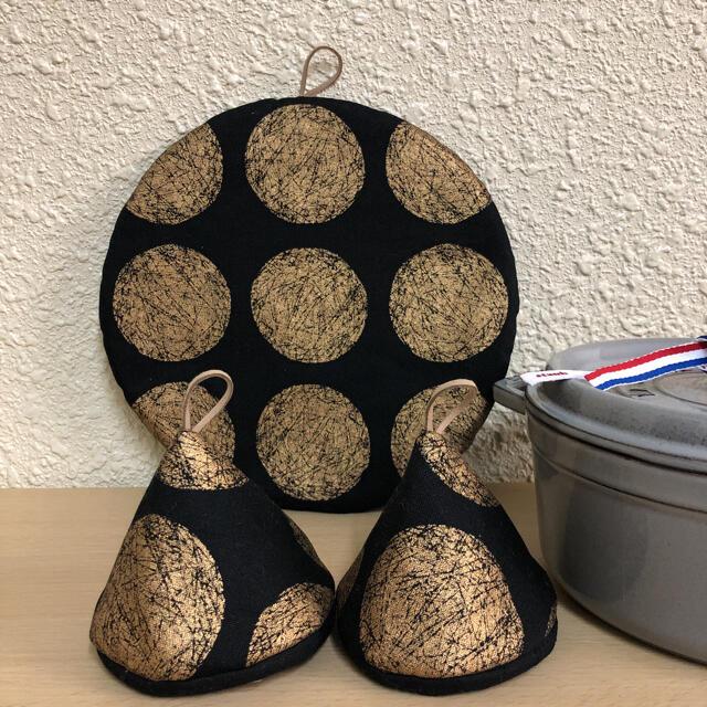STAUB(ストウブ)のストウブ 24センチ鍋敷 三角鍋つかみ 鍋つかみ ミトン 北欧 ハンドメイドの生活雑貨(キッチン小物)の商品写真