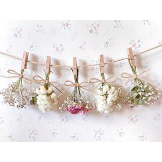 ピンクのバラとかすみ草のホワイトドライフラワーガーランド♡スワッグ♡ミニブーケ(ドライフラワー)