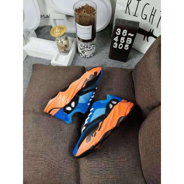 adidas(アディダス)の値下りADIDAS YEEZY BOOST 700 28cm メンズの靴/シューズ(スニーカー)の商品写真