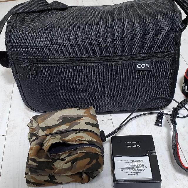 Canon(キヤノン)のEOS Kiss X5 (カメラバッグ&カメララップ付き) スマホ/家電/カメラのカメラ(デジタル一眼)の商品写真