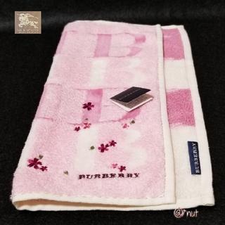 BURBERRY - BURBERRYタオルハンカチB花刺繍🌼5月10日(月)までのお値段です。
