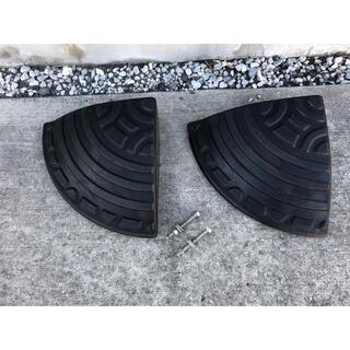 アイリスオーヤマ(アイリスオーヤマ)の駐車場 ゴム段差プレートコーナー 段差9.5cm用 GDP-95C 2枚セット(その他)