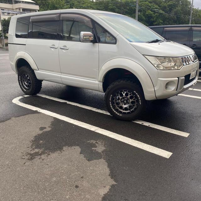 三菱(ミツビシ)のデリカD5 CV5W 4WD 5インチリフト 夏冬タイヤ 1600Wウーハー! 自動車/バイクの自動車(車種別パーツ)の商品写真
