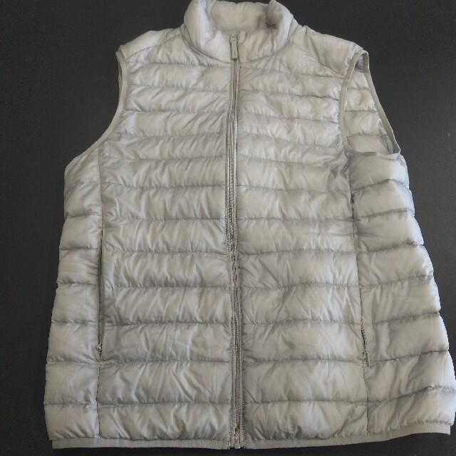 UNIQLO(ユニクロ)のUNIQLO ユニクロ ウルトラライト ダウンベスト ダウン ベージュゴールド メンズのジャケット/アウター(ダウンベスト)の商品写真