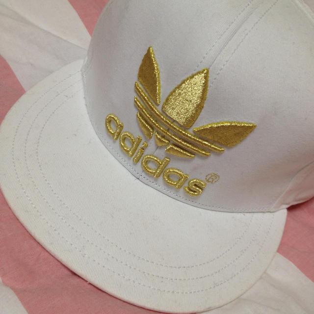 adidas(アディダス)のadidas キャップ 白 レディースの帽子(キャップ)の商品写真