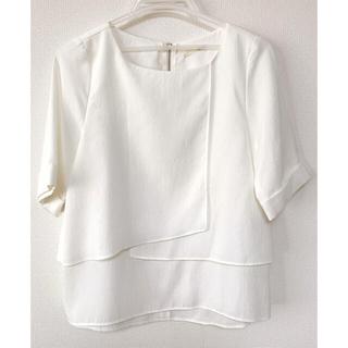 アウィーエフ(AuieF)のAuieF シャツ ブラウス 白 デザイン トップス(シャツ/ブラウス(半袖/袖なし))