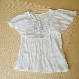グローブ(grove)のgrove  透け感爽やか 半袖シャツ  刺繍とひらひら好きに☆(シャツ/ブラウス(半袖/袖なし))