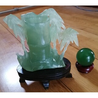 天然石 翡翠 ヒスイ 他 竹模様 花瓶 貴石 薄緑 ペールグリーン 宝石 半透明(彫刻/オブジェ)