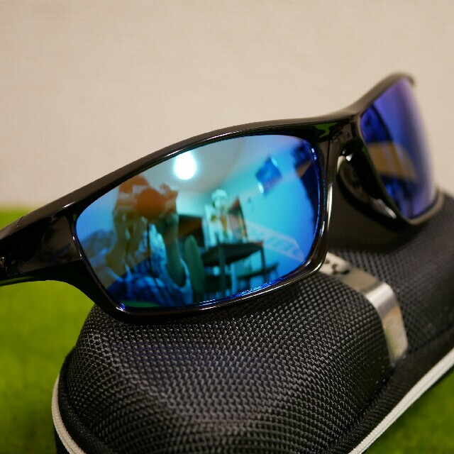 【スポーツ用】軽量偏光サングラス ブラック×ブルー オークリー型【ケース付】 メンズのファッション小物(サングラス/メガネ)の商品写真