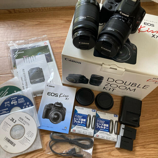 キヤノン(Canon)の【美品】Canon EOS KISS X7 Wズームキット ブラックレンズ2本(デジタル一眼)