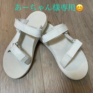 テバ(Teva)のTEVA city universal slide patent leather(サンダル)