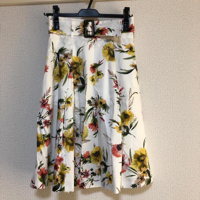 Apuweiser-riche(アプワイザーリッシェ)の【新品】アプワイザーリッシェ 水彩フラワープリントスカート レディースのスカート(ひざ丈スカート)の商品写真