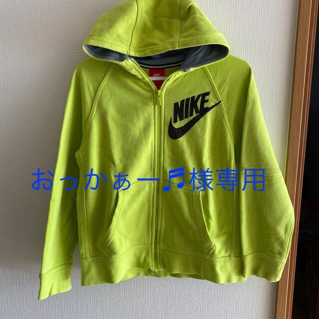 NIKE(ナイキ)のNIKE  パーカー キッズMサイズ キッズ/ベビー/マタニティのキッズ服男の子用(90cm~)(ジャケット/上着)の商品写真