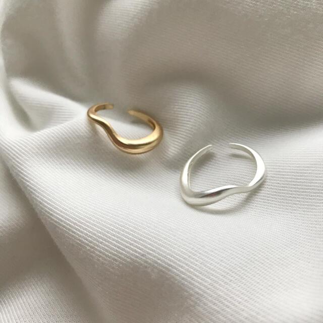 Ameri VINTAGE(アメリヴィンテージ)のマットシルバー ウェーブリング レディースのアクセサリー(リング(指輪))の商品写真