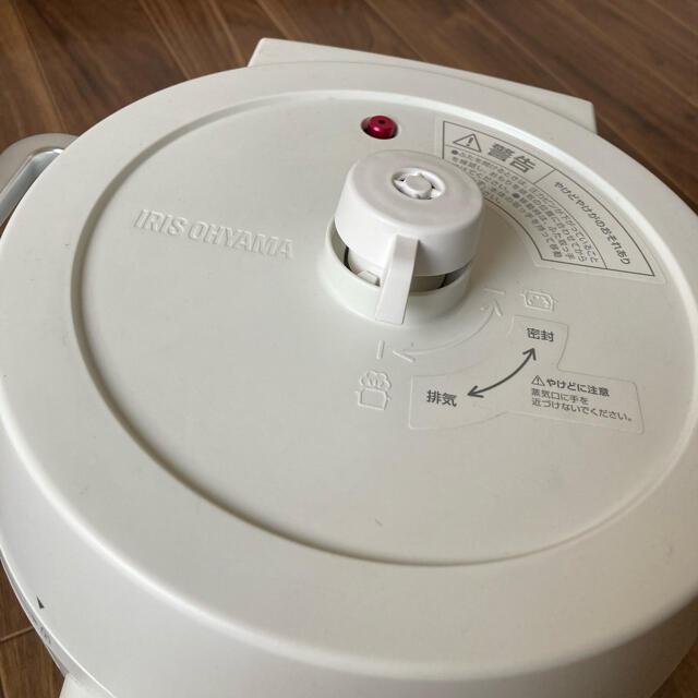 アイリスオーヤマ(アイリスオーヤマ)の送料無料 アイリスオーヤマ電気圧力鍋 白 スマホ/家電/カメラの調理家電(調理機器)の商品写真