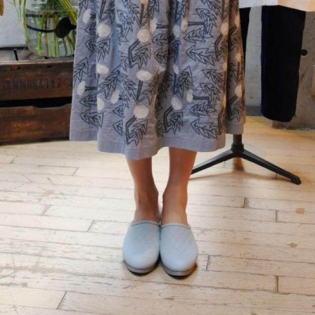mina perhonen(ミナペルホネン)の【美品】ミナペルホネン シューズ サンダル ライトブルー35 レディースの靴/シューズ(スリッポン/モカシン)の商品写真
