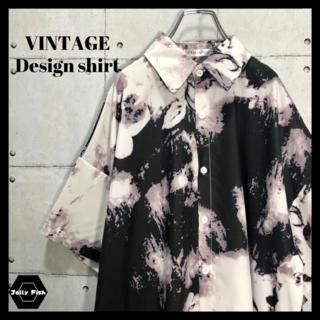 アートヴィンテージ(ART VINTAGE)の【総柄】デザインシャツ 半袖シャツ 転写プリント モノトーン ビッグシルエット(シャツ)