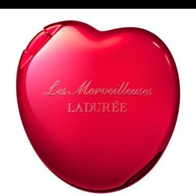 Les Merveilleuses LADUREE(レメルヴェイユーズラデュレ)のレ・メルヴェイユーズラデュレ♡限定スペシャルパウダーコンパクト&レフィルりんご コスメ/美容のベースメイク/化粧品(フェイスパウダー)の商品写真