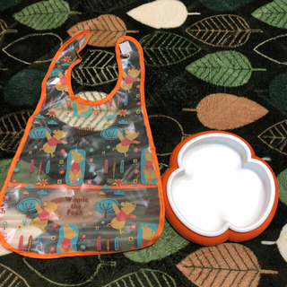 ベビービョルン(BABYBJORN)のベビー用食器&未使用プーさんお食事エプロンセット(離乳食器セット)