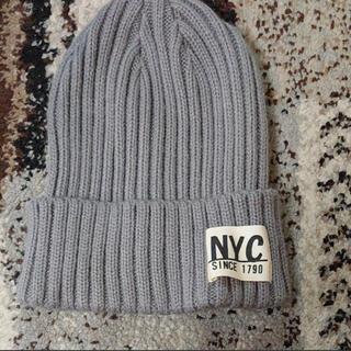 エヌワイシー(NYC)の超美品★ニット帽 51cm~ キッズ用品  ニットキャップ NYCロゴ グレー(帽子)