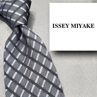 イッセイミヤケ(ISSEY MIYAKE)のイッセイミヤケ ブランド ネクタイ チェック 黒 日本製 シルク メンズ(ネクタイ)