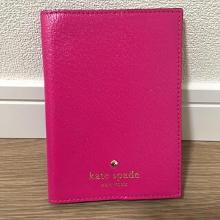 ケイトスペードニューヨーク(kate spade new york)の美品 ケイトスペード パスポート ケース(パスケース/IDカードホルダー)