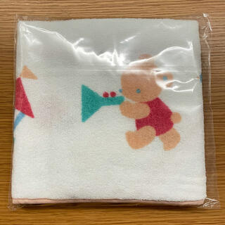 familiar - 【新品未使用】ファミリア ベネッセ  コラボ  フード付き  ベビーバスタオル