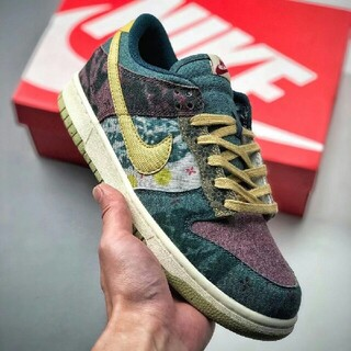 "ナイキ(NIKE)のNK SB Dunk Low SP ""Community"" CZ9747-900(スニーカー)"