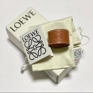 LOEWE - ほぼ新品未使用 LOEWE レザーバングル タン