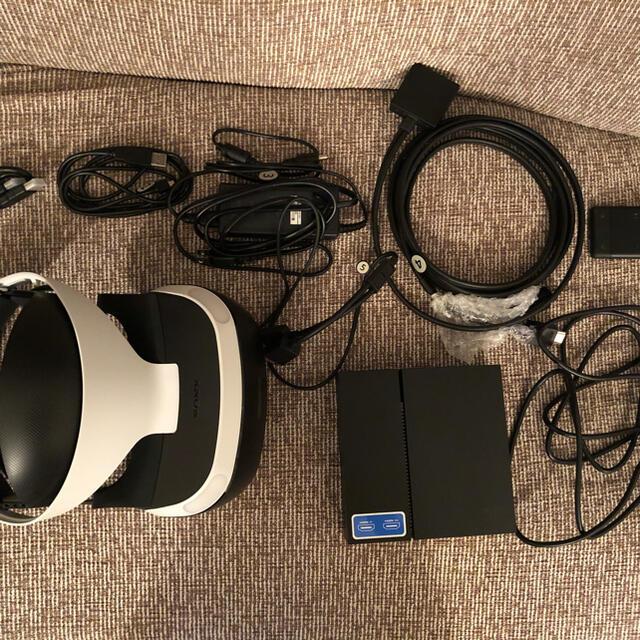 PlayStation VR(プレイステーションヴィーアール)のPSVR本体 モーションコントローラー2個付き エンタメ/ホビーのゲームソフト/ゲーム機本体(家庭用ゲーム機本体)の商品写真