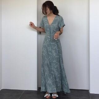 ZARA - Vネック 柄 ワンピース