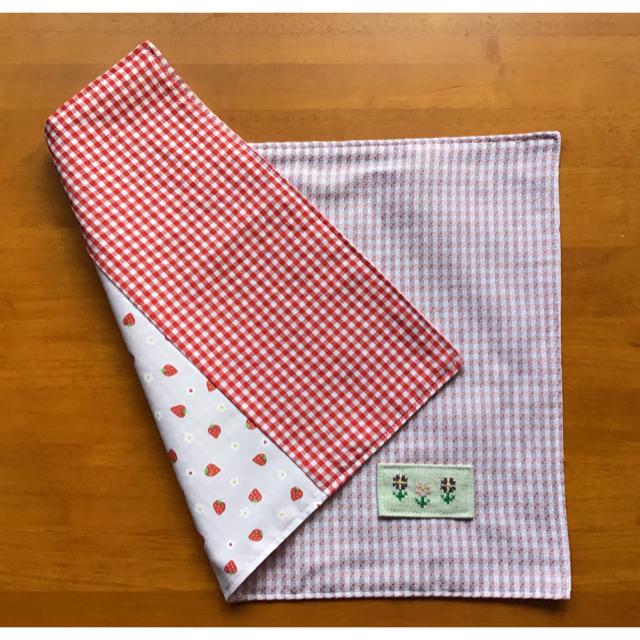 ⁎⁺˳✧༚ランチョンマット⁎⁺˳✧༚いちごとピンクチェックのリバーシブル ハンドメイドの生活雑貨(キッチン小物)の商品写真
