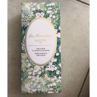 レメルヴェイユーズラデュレ(Les Merveilleuses LADUREE)のレ・メルヴェイユーズラデュレ ローズエッセンスエマルジョン150ml 新品ほ(乳液/ミルク)