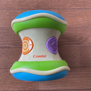 combi - コンビ 光るにぎやかドラム
