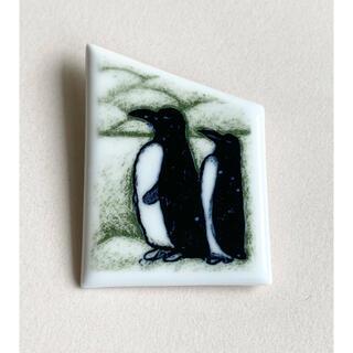 アラビア(ARABIA)のMr. and Mrs. Penguin 陶板 ブローチ アラビア ヘルヤ(置物)